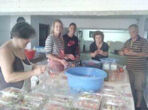 Φτιάχνονται οι σαλάτες..